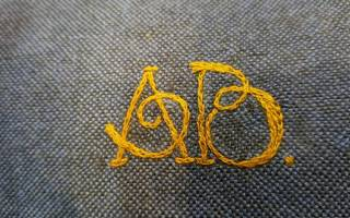 Схема вышивки крестиком вензель для горловины платья: советы