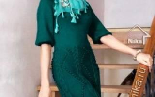 Вязаное платье спицами со схемами и описанием на зимний период